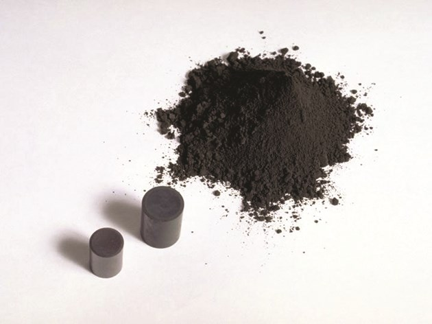 Uranium oxide in powder and pellet form (Candu)